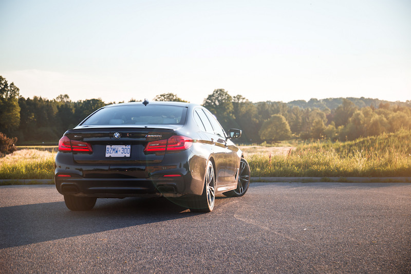 2018 BMW M550i xDrive rear quarter view