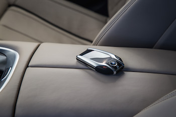 BMW M760Li xDrive display key