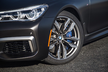 BMW M760Li xDrive cerium gray 20-inch wheels