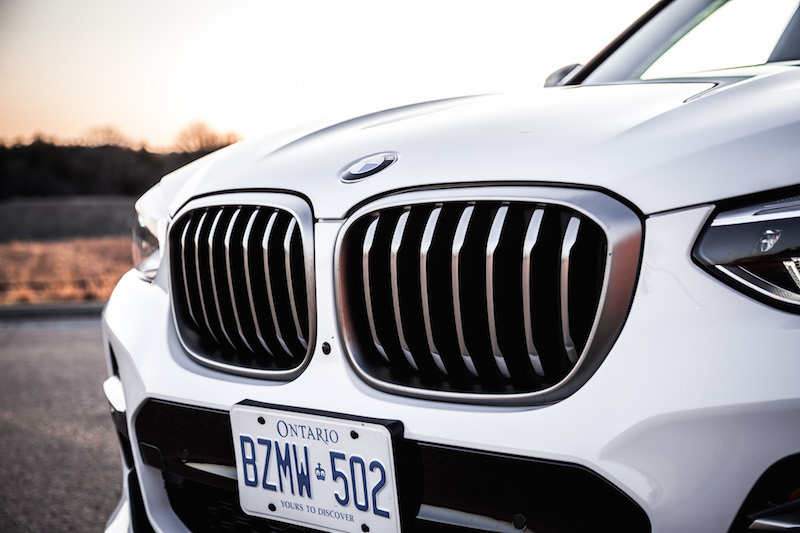 2018 BMW X3 M40i front grill cerium grey