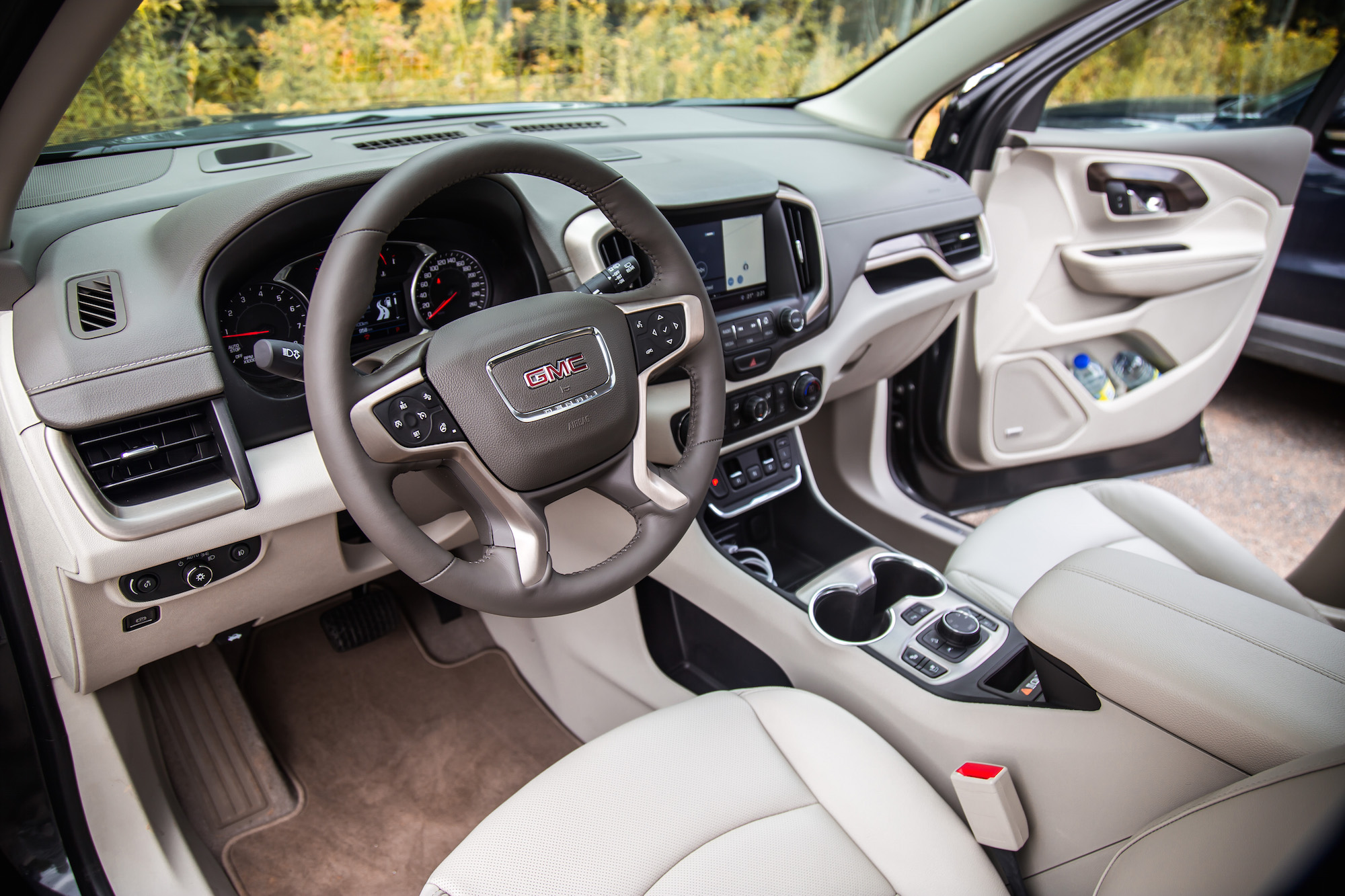 Watch furthermore 2019 Gmc Canyon Denali Changes likewise 2013 Gmc Yukon Hybrid Baseball Card besides Quick Spin 2016 Jeep Cherokee Overland 4x4 as well 2018 Gmc Acadia Limited Review. on 2017 gmc acadia inside