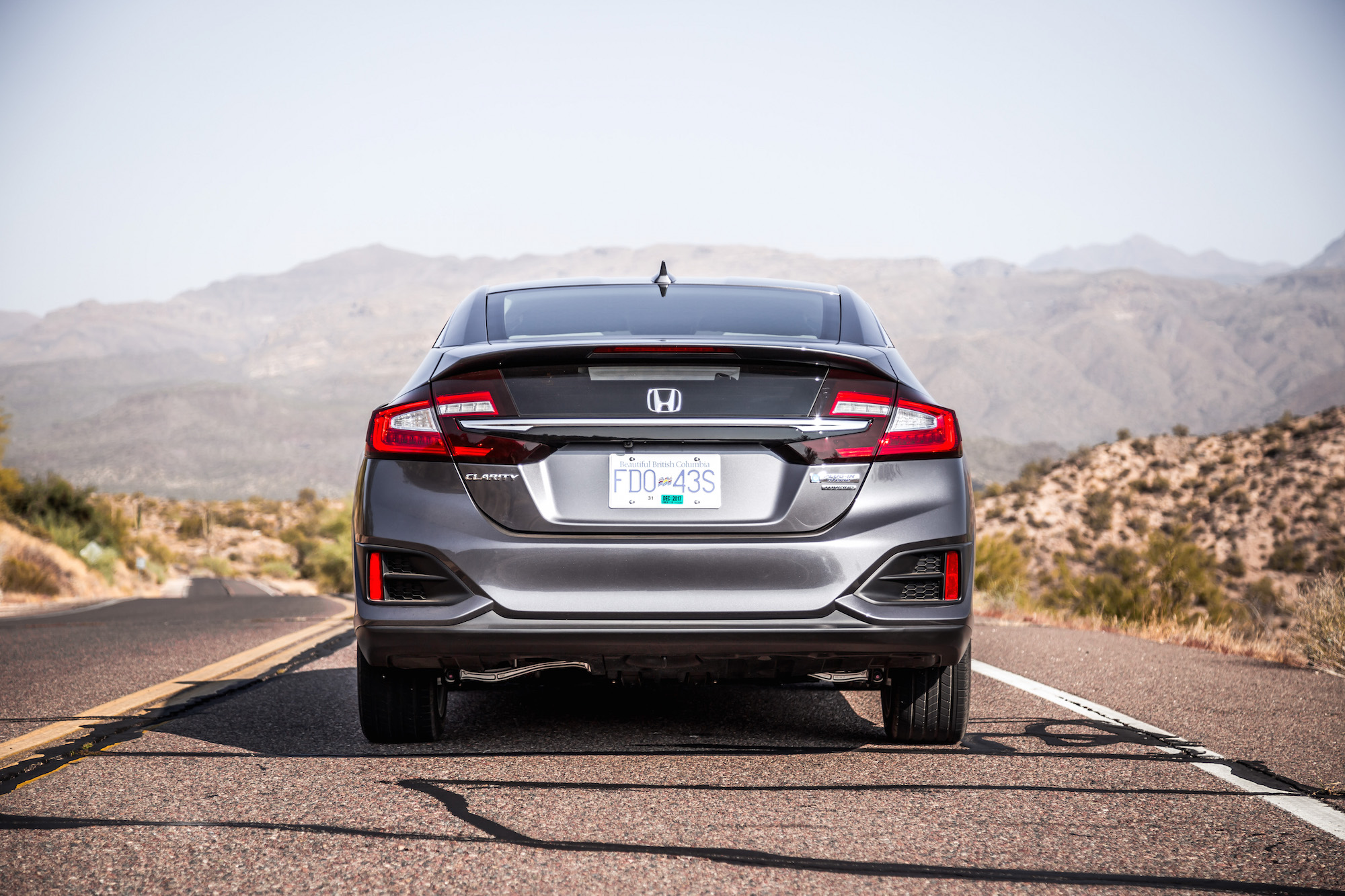 honda clarity phev  drive review  future  mainstream electric sedans canadian