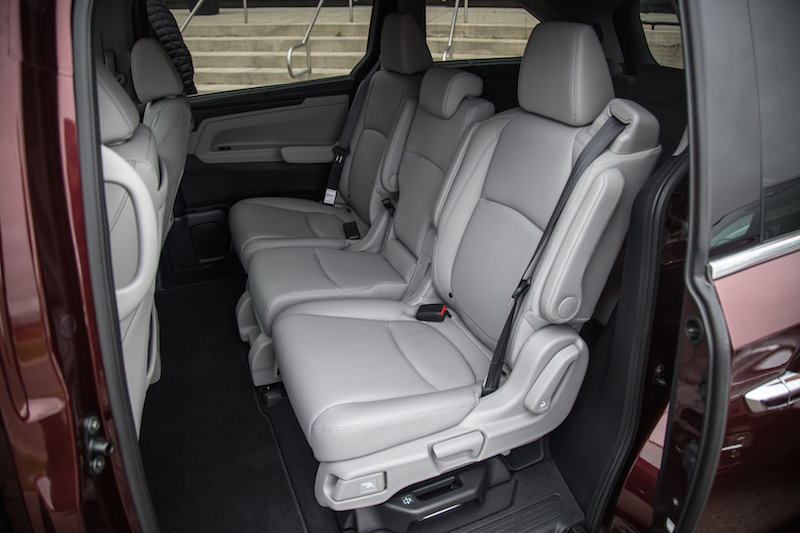 2018 Honda Odyssey magic slide seats second row