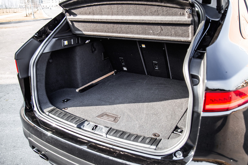 2018 Jaguar F-PACE R-Sport 20d trunk space