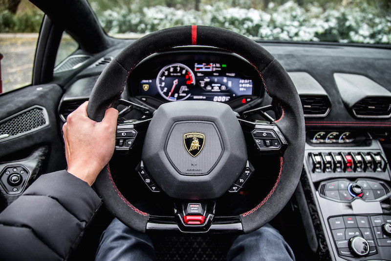 2018 Lamborghini Huracan Performante Spyder steering wheel