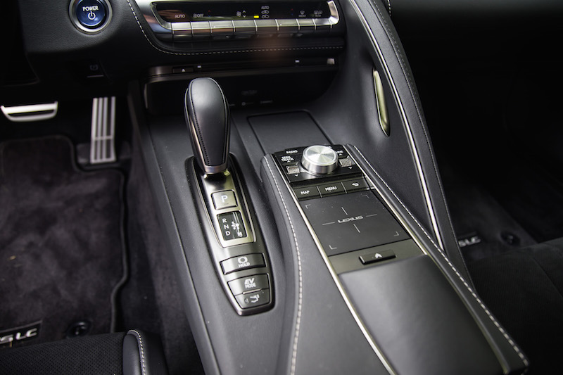 2018 Lexus LC 500h center console