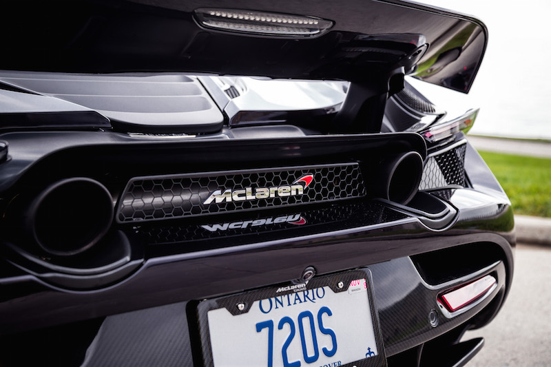 2018 McLaren 720S exhaust tip and badge
