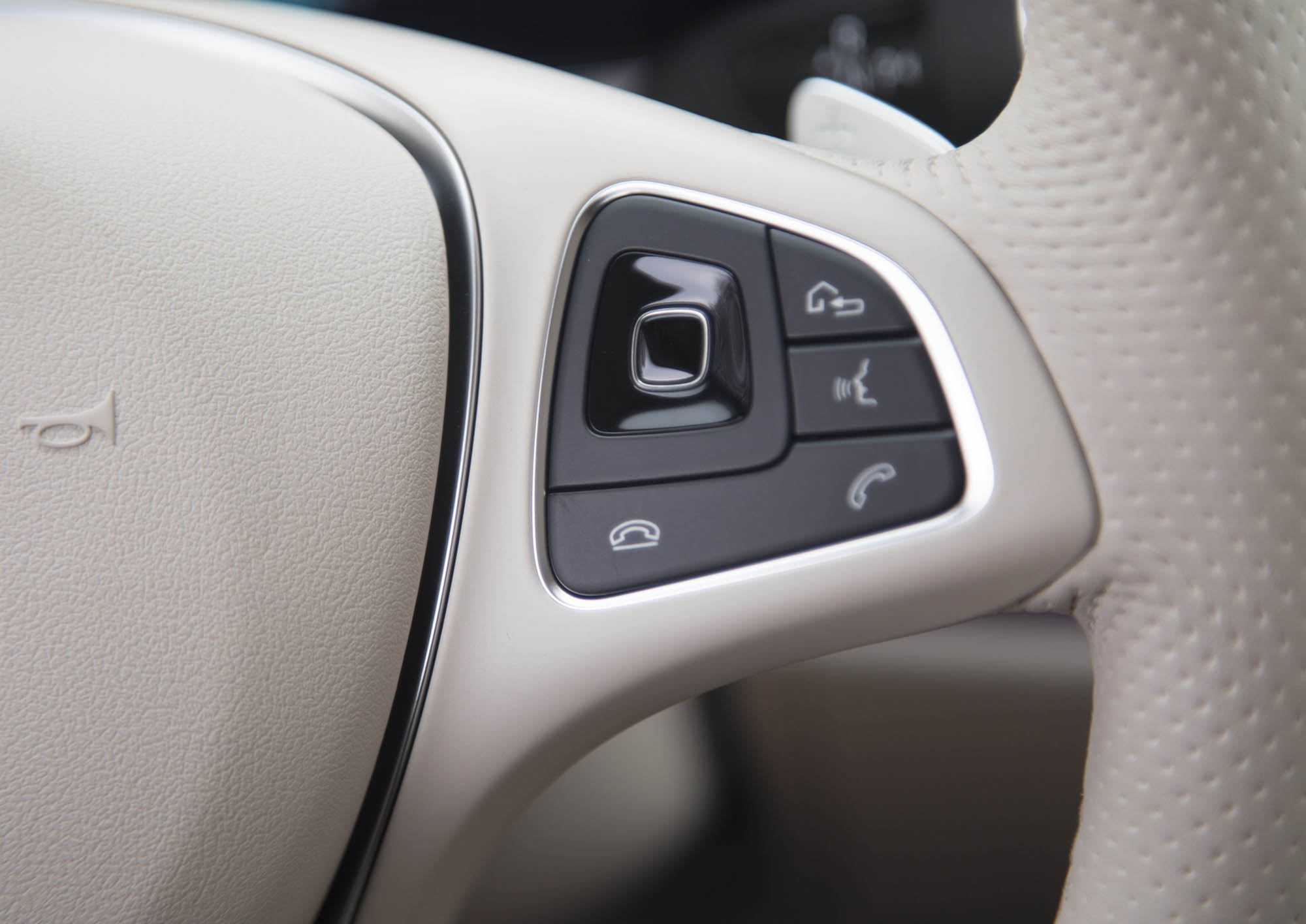 First drive 2018 mercedes benz e 400 4matic coupe for Mercedes benz steering wheel control buttons