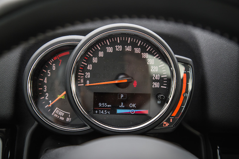 2018 MINI Countryman ALL4 speedometer