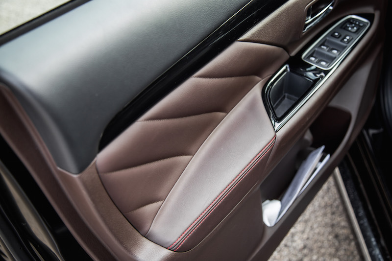 2018 Mitsubishi Outlander PHEV GT leather door inserts