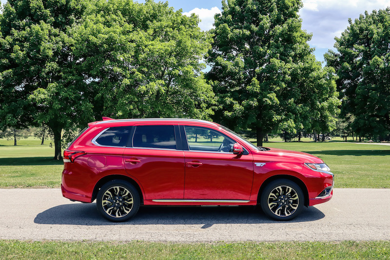 2018 Mitsubishi Outlander PHEV side view