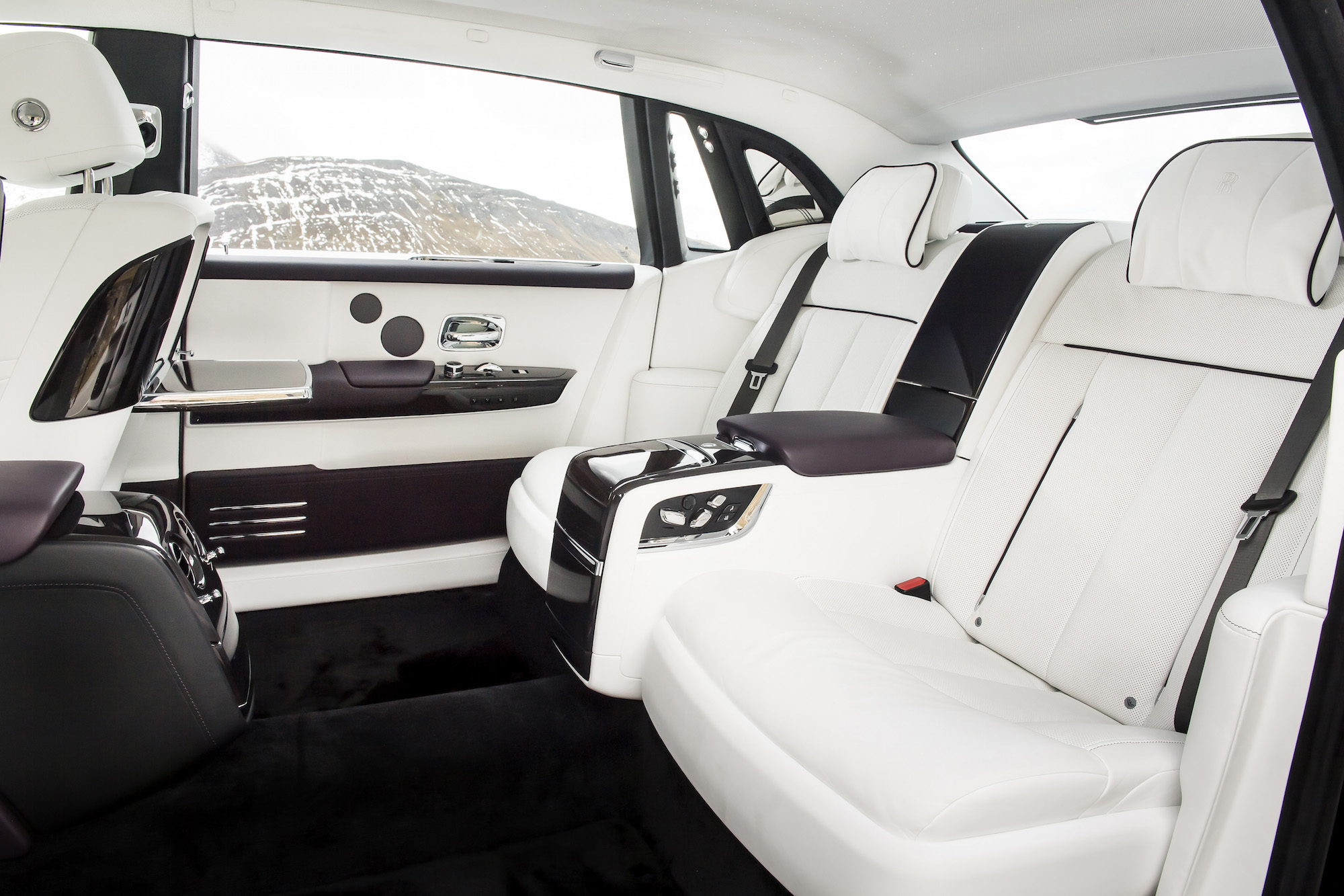 First Look 2018 Rolls Royce Phantom Viii Canadian Auto