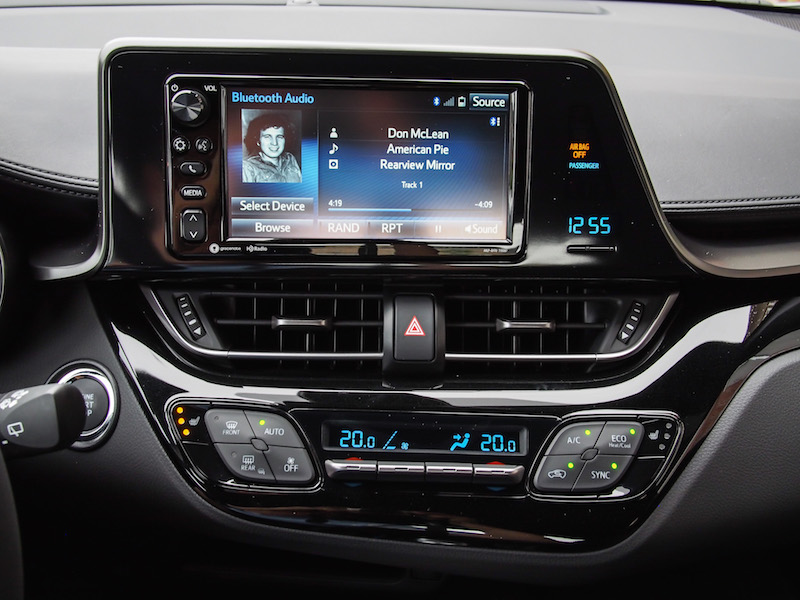 2018 Toyota C-HR touchscreen display