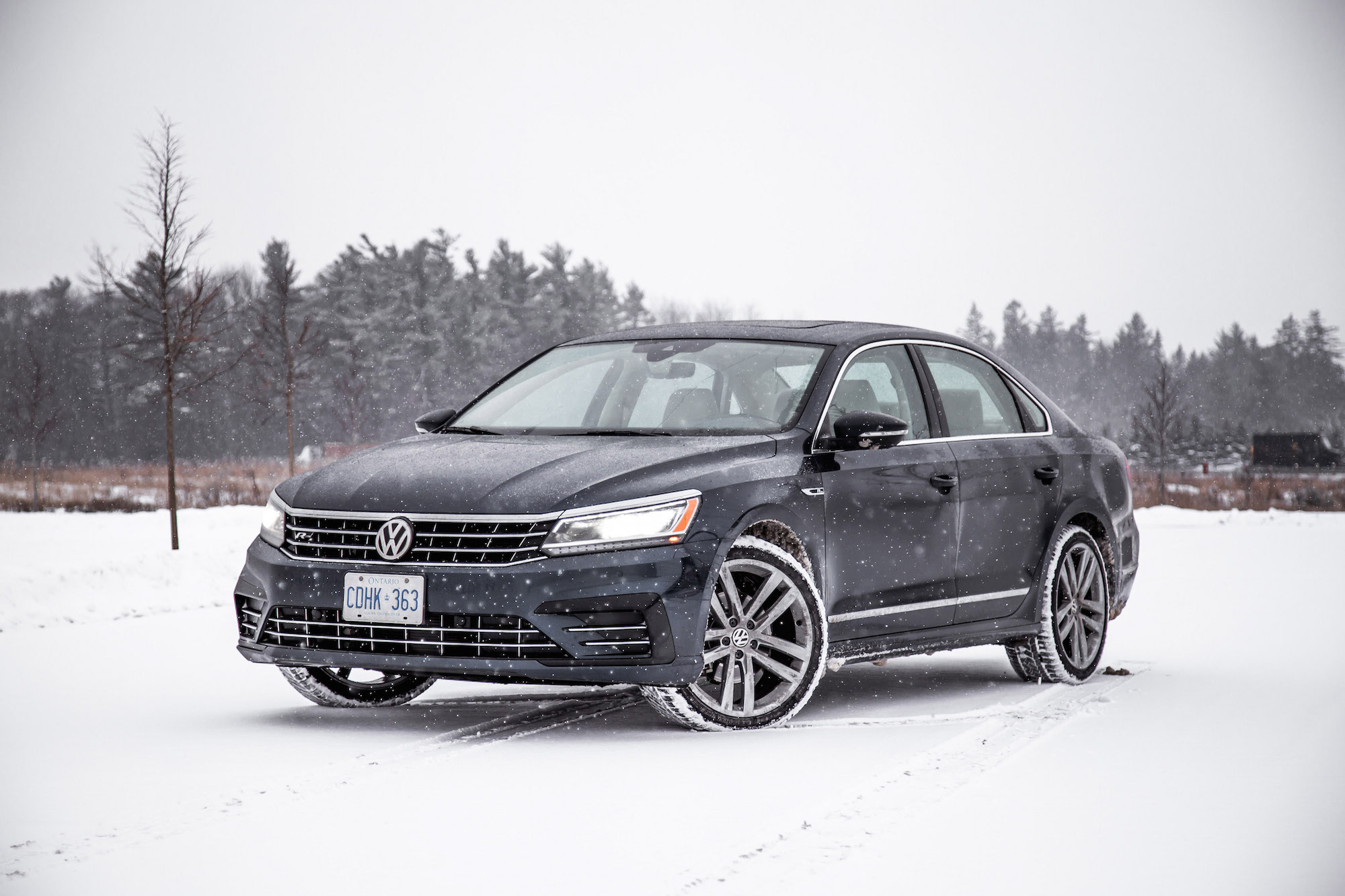 review 2018 volkswagen passat tsi r line canadian auto review. Black Bedroom Furniture Sets. Home Design Ideas