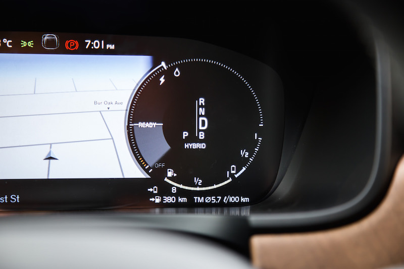 2018 Volvo S90 T8 Inscription hybrid gauges