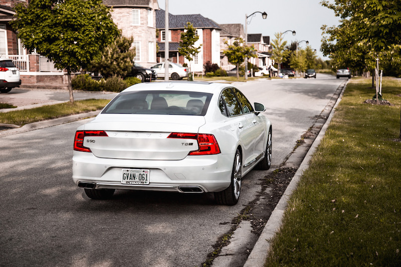 2018 Volvo S90 T8 Inscription rear quarter view