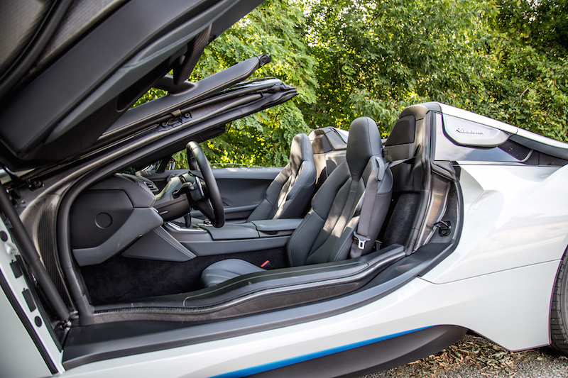 2019 BMW i8 Roadster front seats
