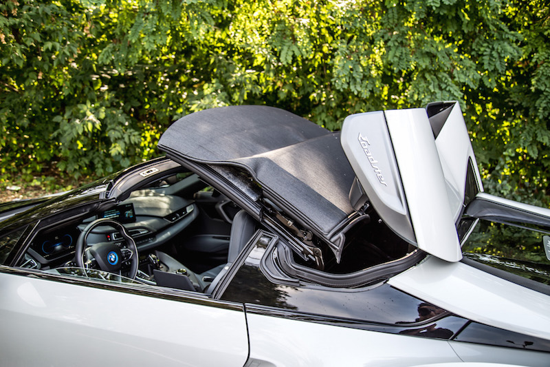 2019 BMW i8 Roadster roof operation