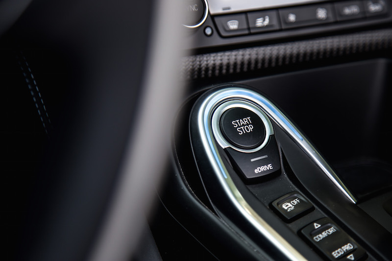 2019 BMW i8 Roadster start button