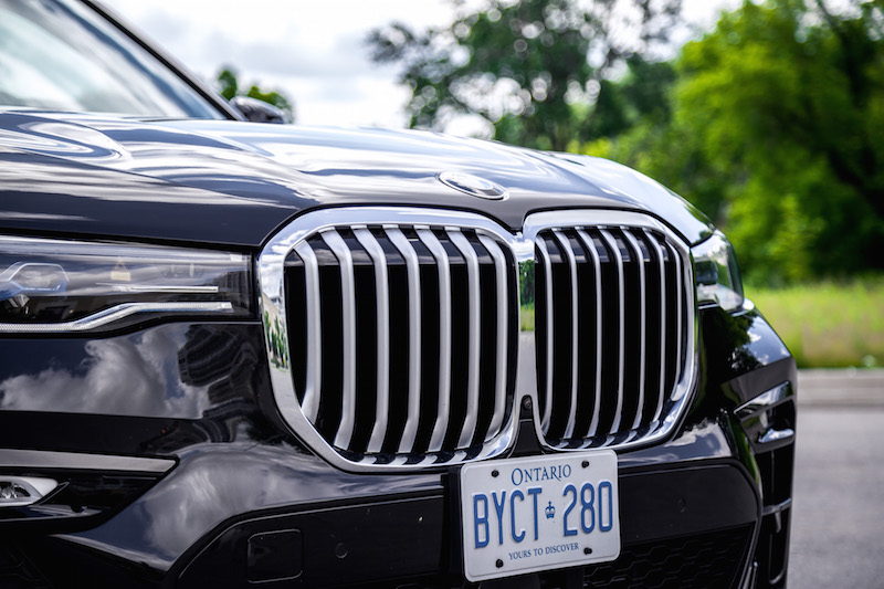 2019 BMW X7 xDrive40i large front kidney grill