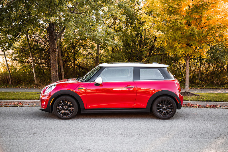 2019 MINI Cooper 3-Door chili red with white roof