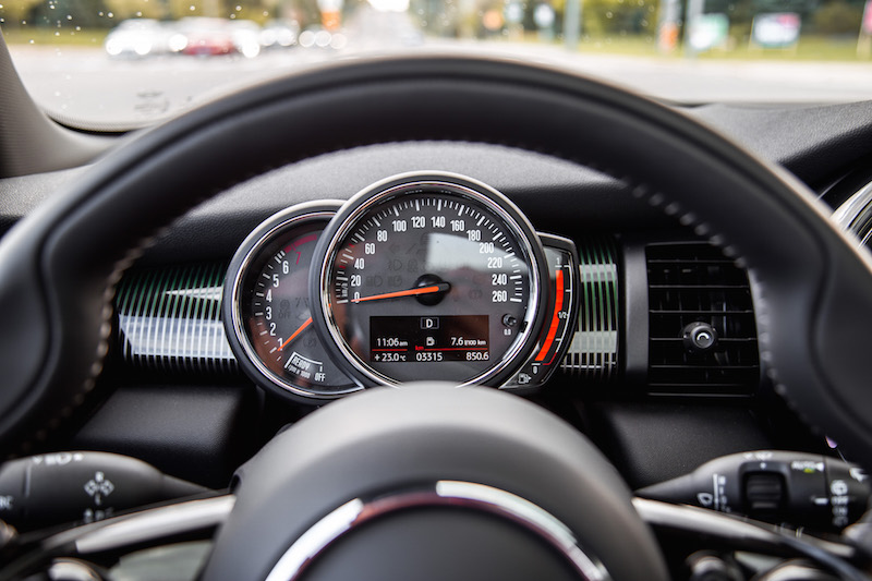 MINI Cooper S 60 Years Edition speedometer