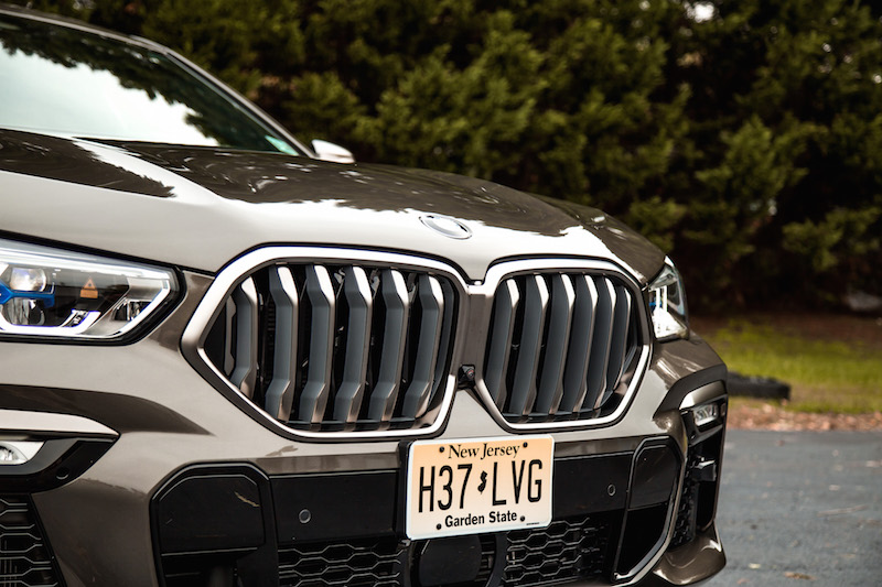 2020 BMW X6 M50i new front kidney grill shape