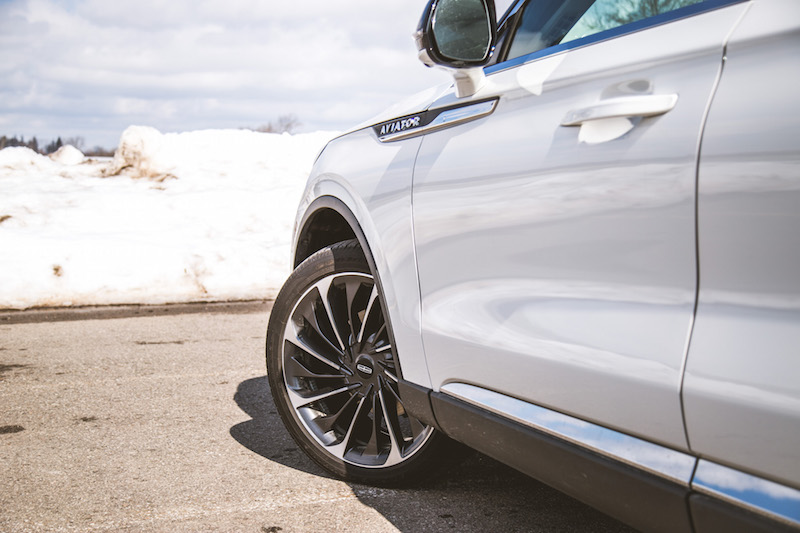 2020 Lincoln Aviator Reserve 22-inch wheels with air suspension