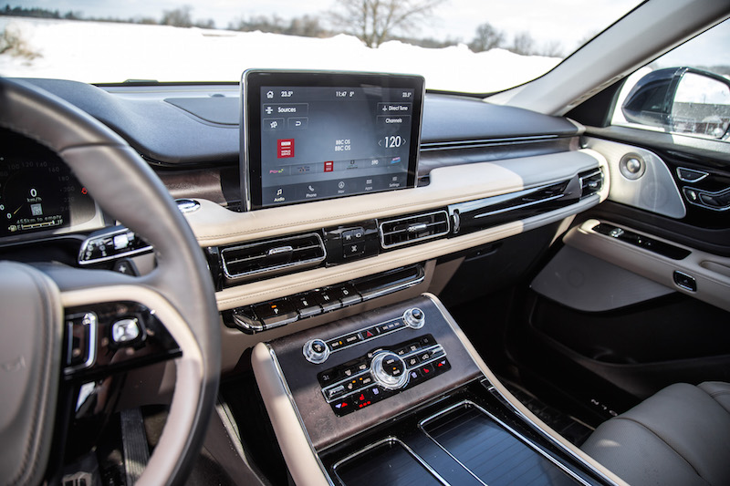 2020 Lincoln Aviator Reserve dashboard touchscreen