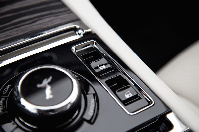2021 Rolls-Royce Ghost auto door buttons