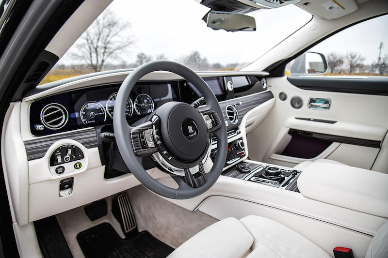2021 Rolls-Royce Ghost scivaro grey steering wheel with wood veneer spokes
