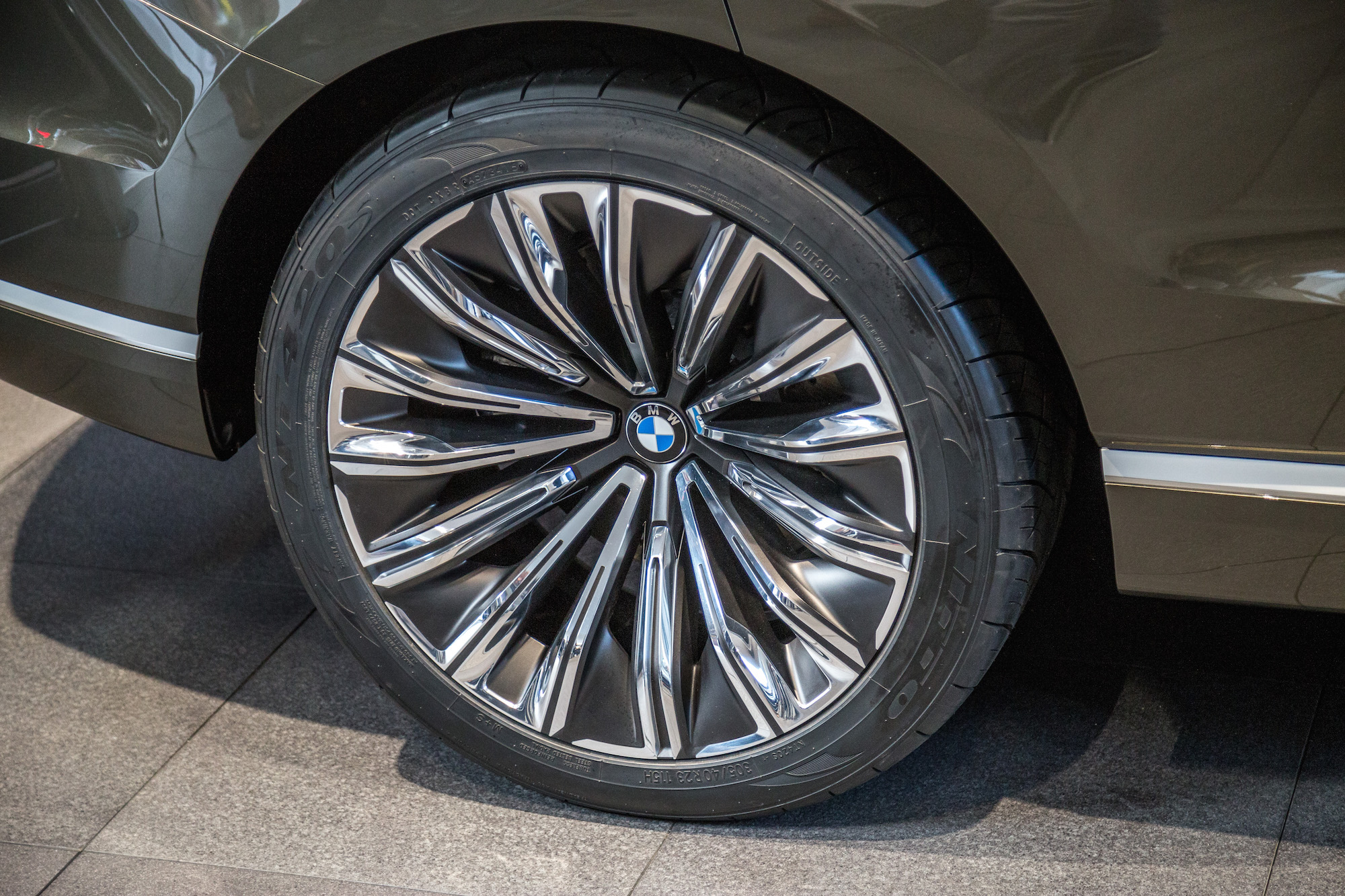 Bmw Debuts The X7 Iperformance And M5 In The Heart Of